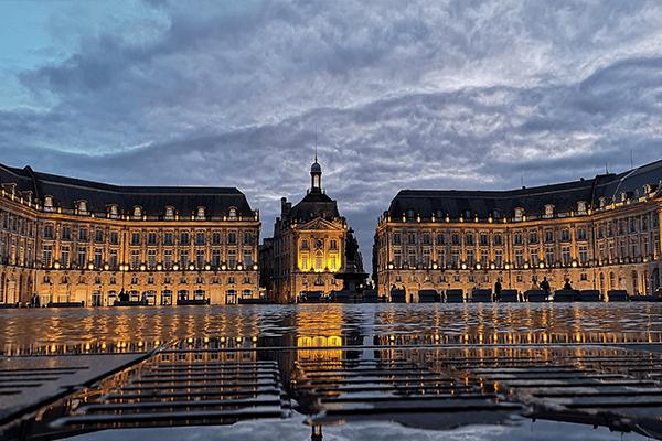 Bordeaux - Place de la bourse au coucher du soleil
